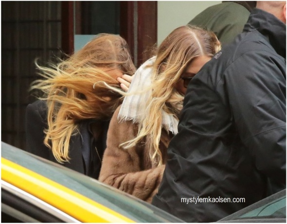 Ashley+Olsen+Olsen+Twins+Keep+Low+Profile+4xZWsXYdEfrx