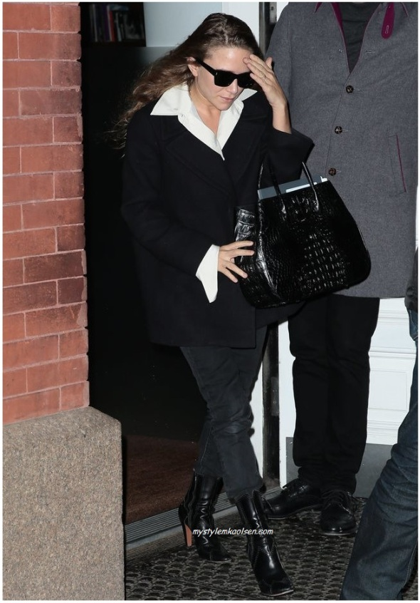 Mary-Kate-Olsen-Black-Bag-March-2016